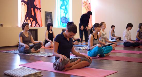 Йога для начинающих.  Классическая йога - это древнейшая уникальная система оздоровления и самосовершенствования.